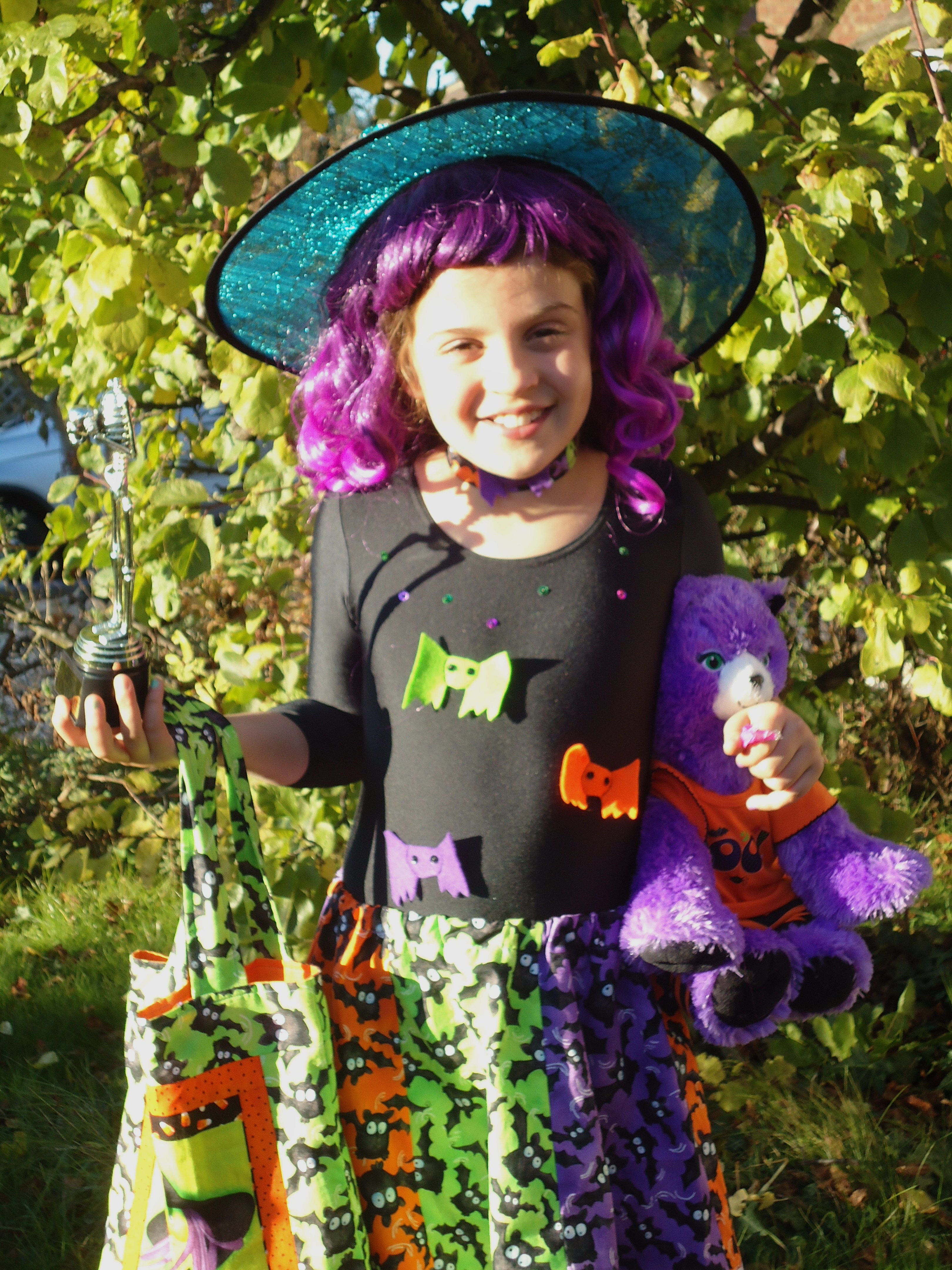 25Oct2010 - Bat witch with her prize